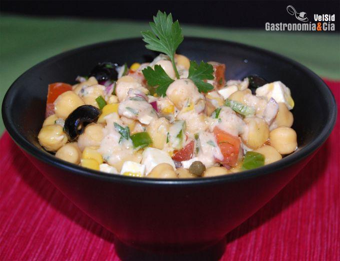 Ensalada de garbanzos con salsa de anchoas