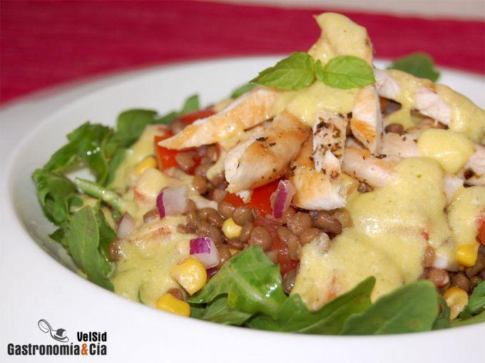 Ensalada de lentejas con pollo y vinagreta de hierbabue