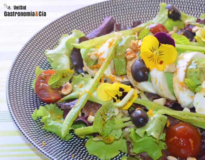 Ensalada de mozzarella, avellanas y hierbabuena