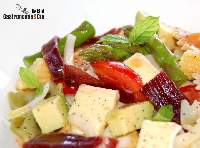 http://www.gastronomiaycia.com/wp-content/photos/ensalada_pasta_cecina4.jpg