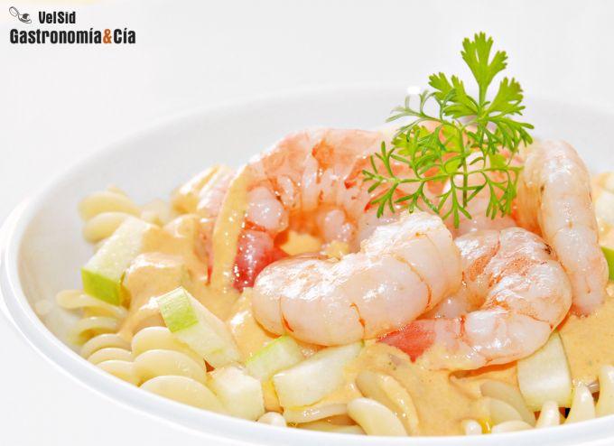 Ensalada de pasta con gambas y vinagreta de coral de vi