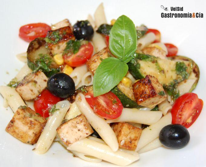 Ensalada de pasta con tofu