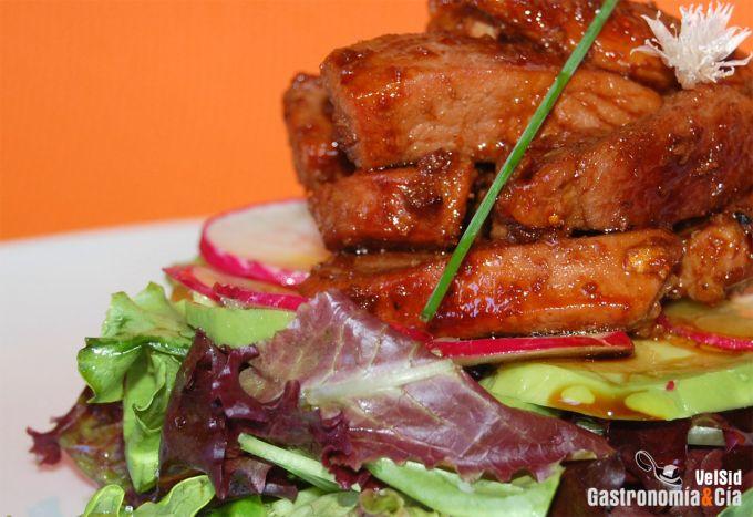 Ensalada de pavo marinado con Kecap Manis