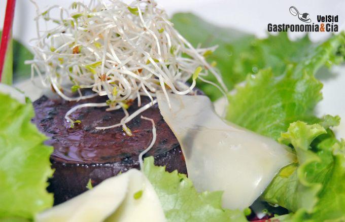 Ensalada de remolacha asada y queso San Simón