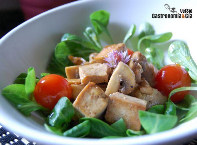 Ensalada de champiñones y tofu