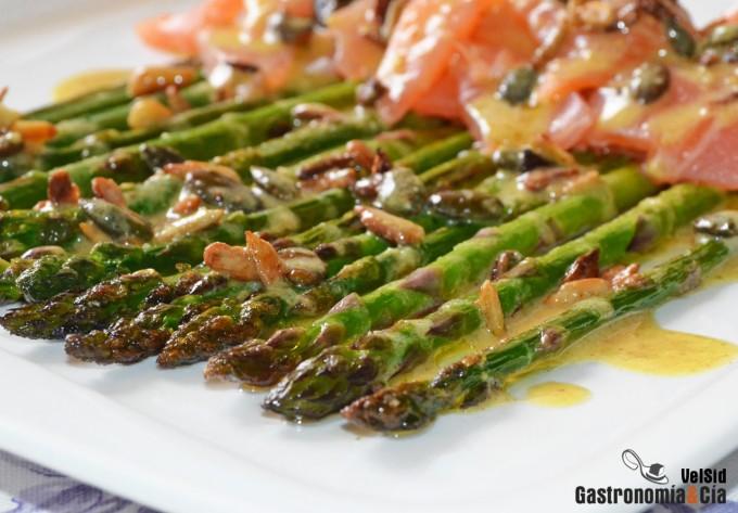 Esp rragos verdes con salm n ahumado y aderezo de mostaza - Tapas con salmon ahumado ...