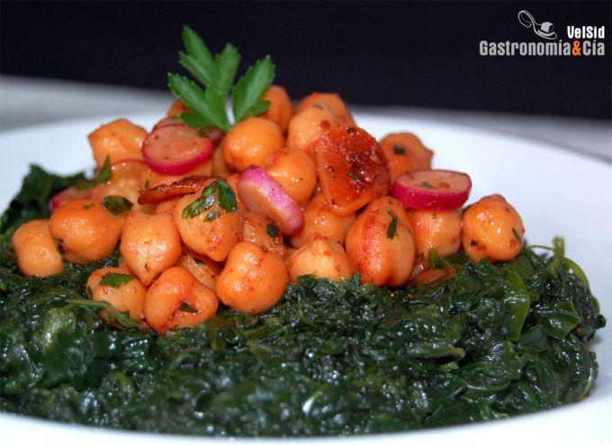 http://www.gastronomiaycia.com/wp-content/photos/espinacas_garbanzos_tandoor.jpg