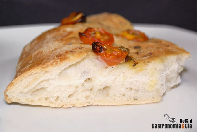 Focaccia de tomatitos, orégano y ajo