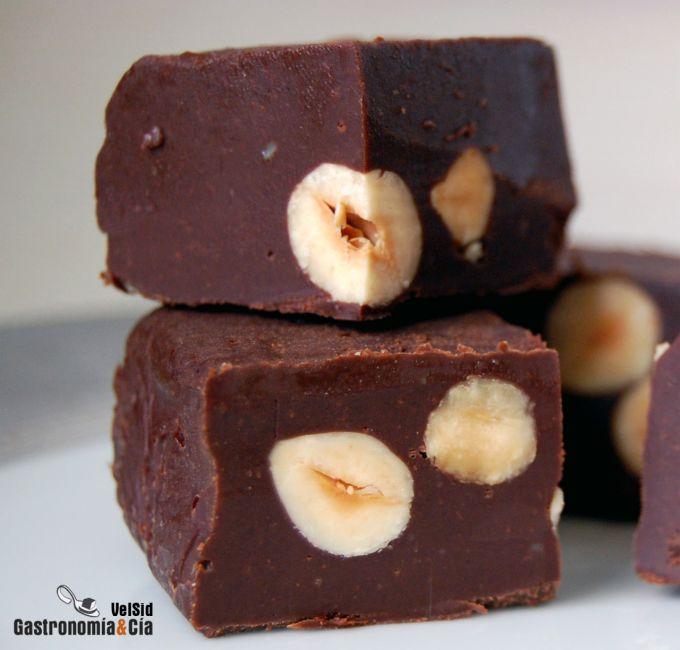Fudge de chocolate y avellanas
