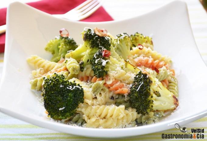 Fusilli con brócoli y parmesano