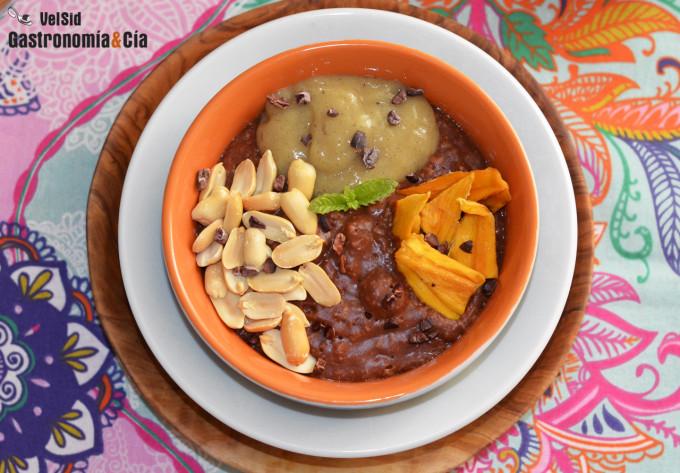 Gachas de avena al cacao con plátano y cacahuetes