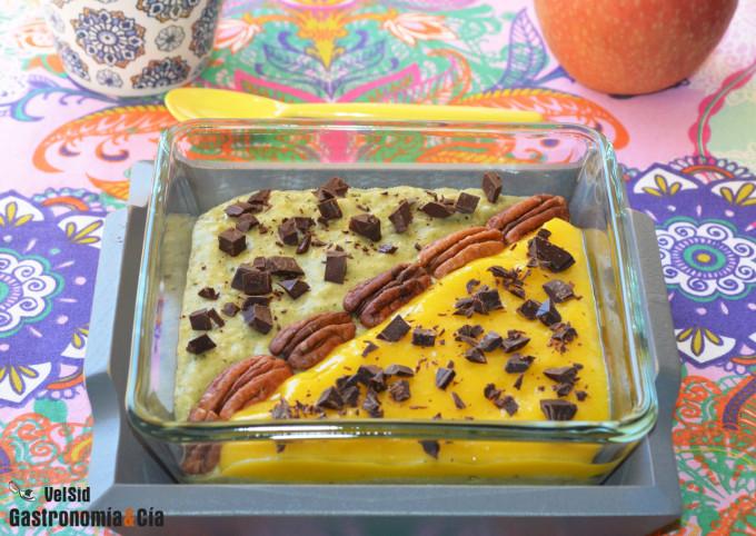 Gachas de avena con té matcha, mango y chocolate