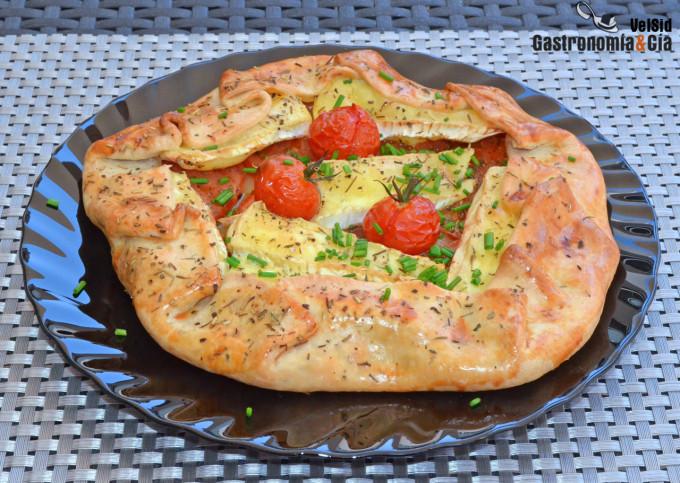 Galette de queso brie y tomate con hierbas provenzales