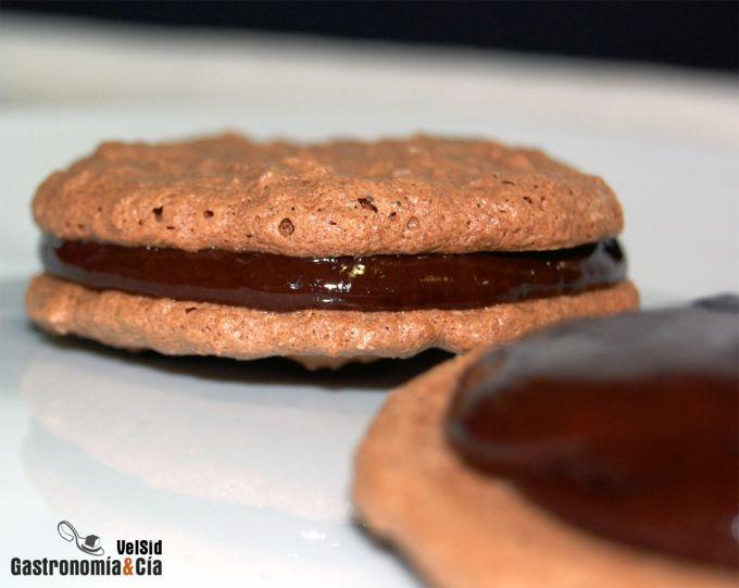 Galletas de coco y chocolate rellenas de ganache