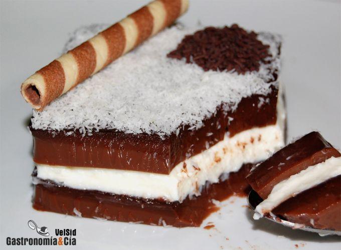 Gelatina de chocolate rellena de mascarpone y coco