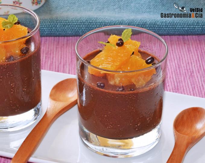Gelatina de chocolate vegana con naranja natural, un po