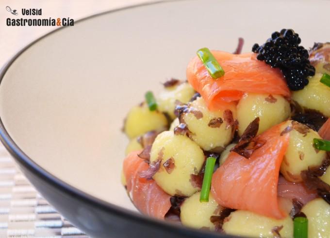 Ñoquis con salmón y alga nori