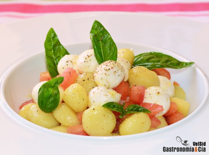 Ñoquis con tomate concasse y mozzarella marinada