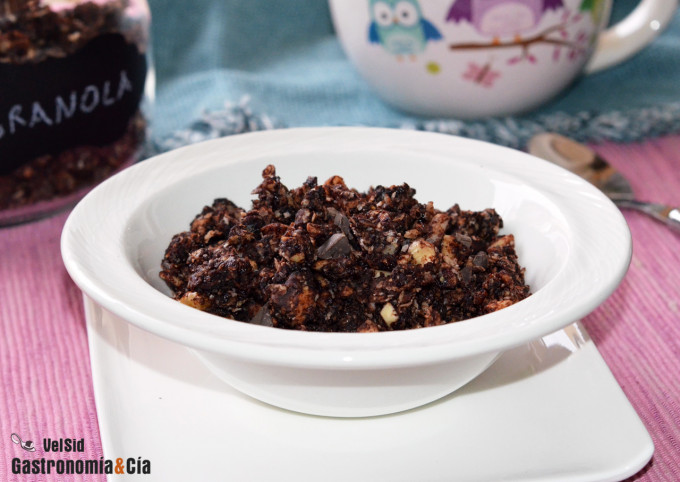 Granola de chocolate y avellanas