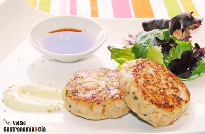 Hamburguesa de pescado con mayonesa de wasabi y ponzu