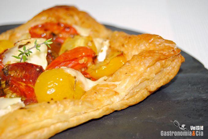 Hojaldre con tomates c ctel y queso brie for Coctel con zumo de tomate