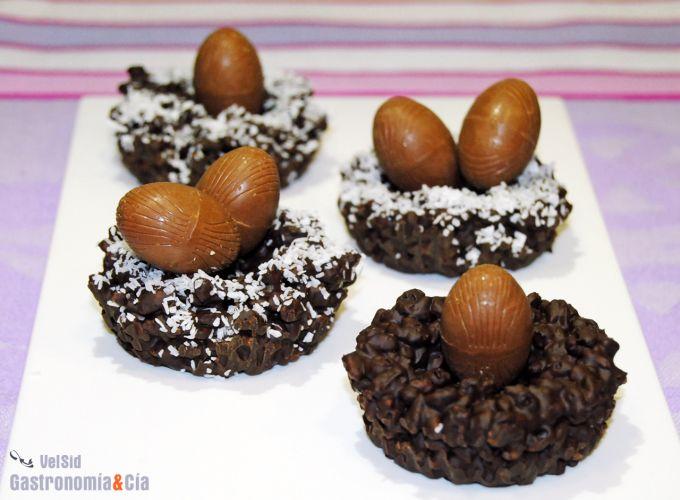 Huevos de Pascua en su nido