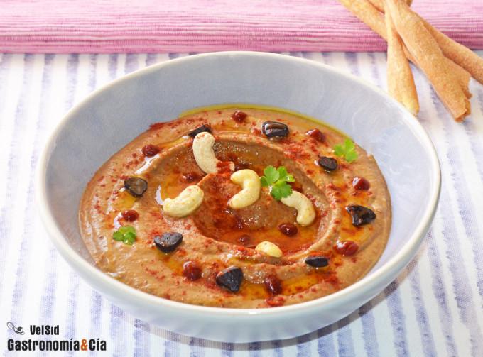 Hummus con ajo negro y anacardos
