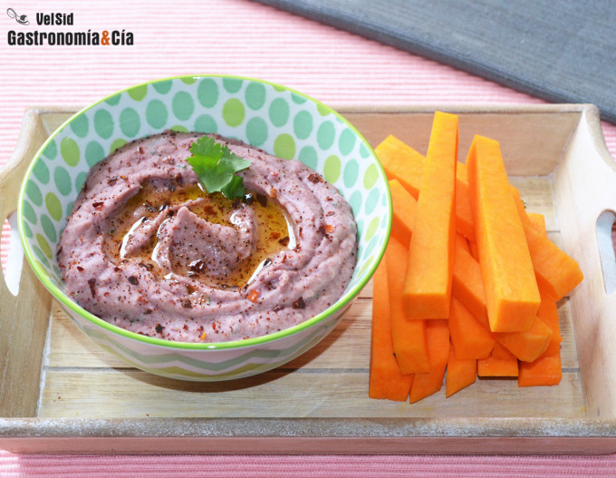 Hummus de alubias rojas con escamas de pimentón ahumado