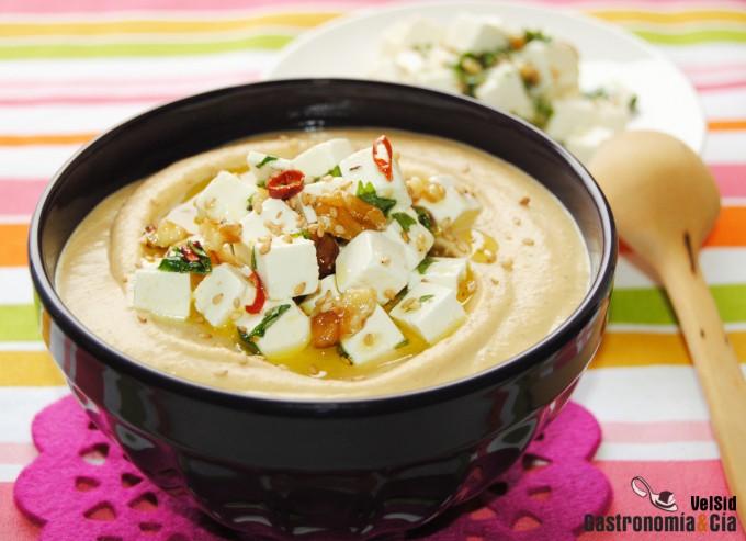 Hummus con queso feta