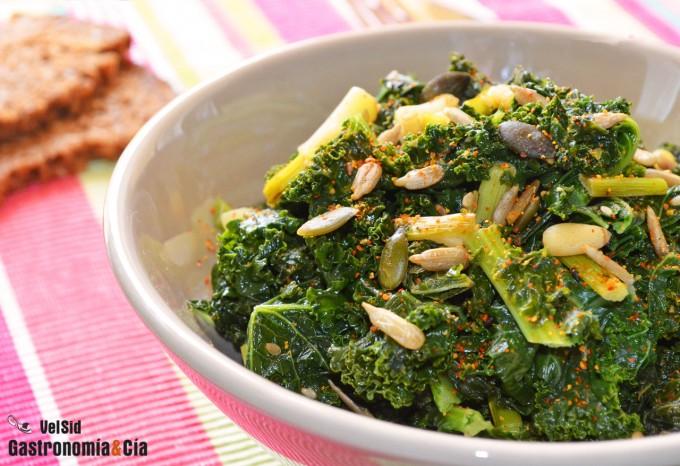 Kale con aceite de coco y semillas