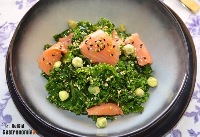 Ensalada de kale y salmón ahumado
