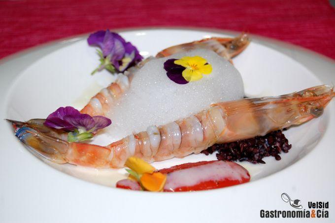 Langostinos de Vinaròs con arroz venere y crema de ajo