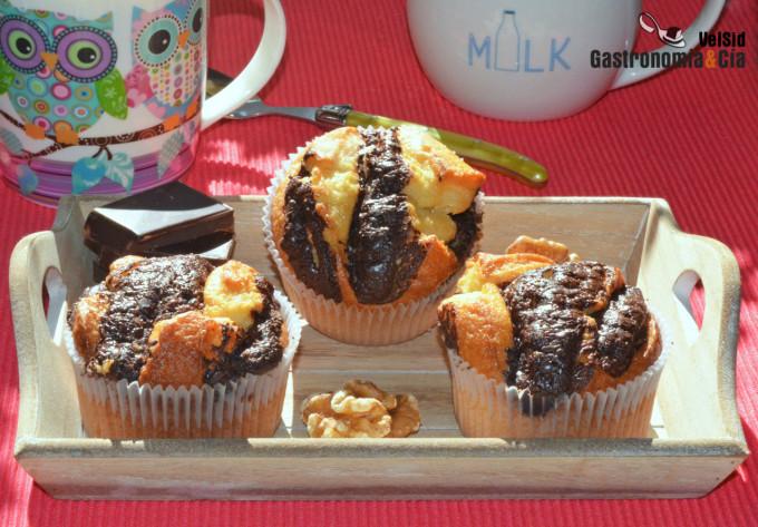 Magdalenas de yogur, nueces y chocolate