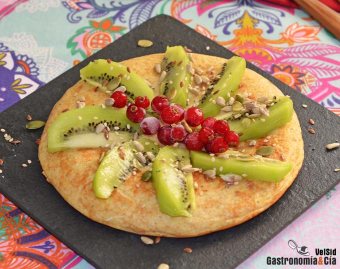 Maxi tortita de espelta y plátano con kiwi y semillas