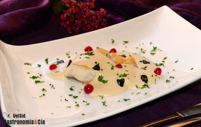 Merluza con salsa de almendras y ajo negro
