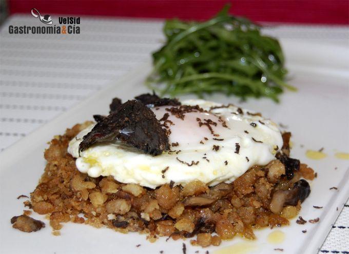 Migas con setas, huevos y trufa negra