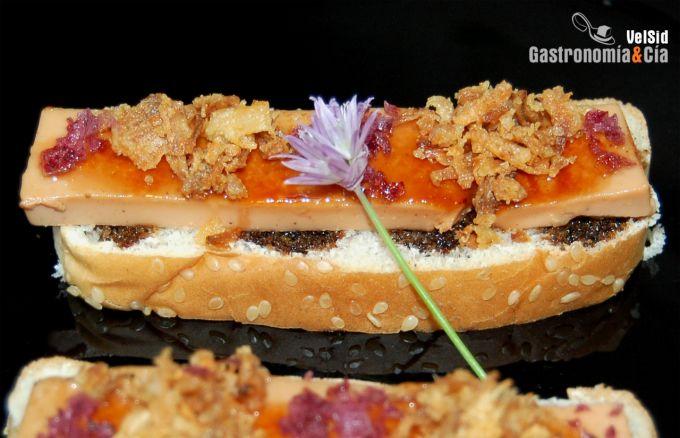 Mousse de foie caramelizado con cebolla crujiente y red