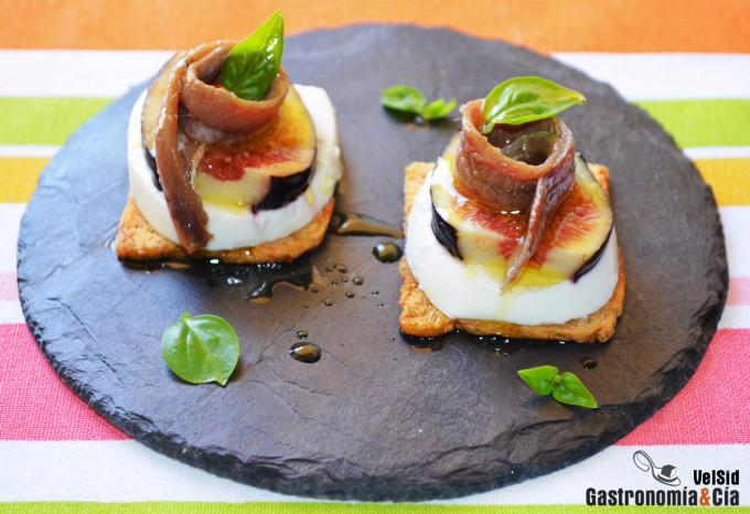 Doce recetas de aperitivos con anchoas gastronom a c a for Mozzarella canape