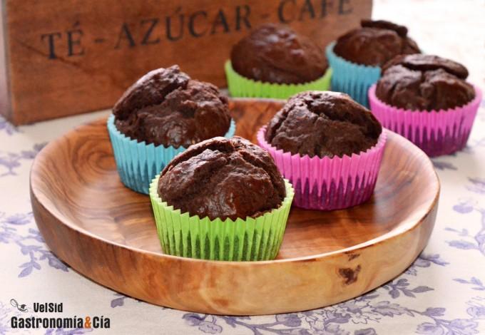 Pequeños muffins de cacao con stevia