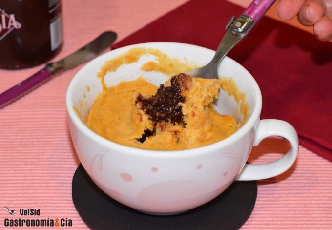 Mug cake de calabaza relleno de 'nutella' saludable