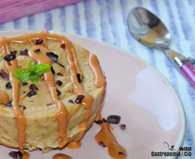 Mugcake saludable de plátano y crema de cacahuete