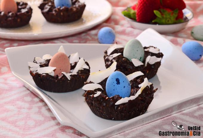 Nidos de Pascua de chocolate y frutos secos