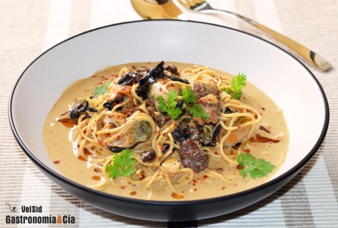 Noodles con setas y mejillones