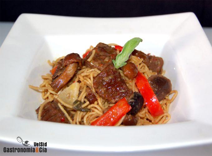 Noodles con ternera y setas