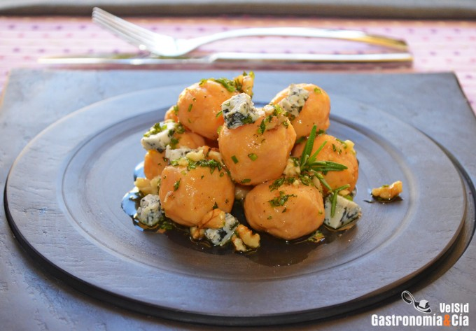 Gnudi de boniato y parmesano con queso de Valdeón y nue