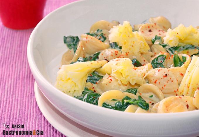 Pasta orecchiette cremosa con espinacas, kéfir y queso