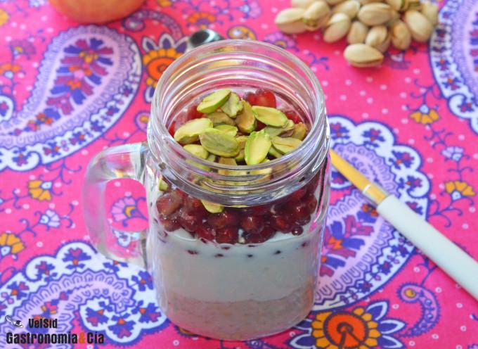 Avena, yogur, granada y pistachos