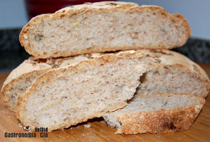 Pan de centeno, comino y pipas de calabaza