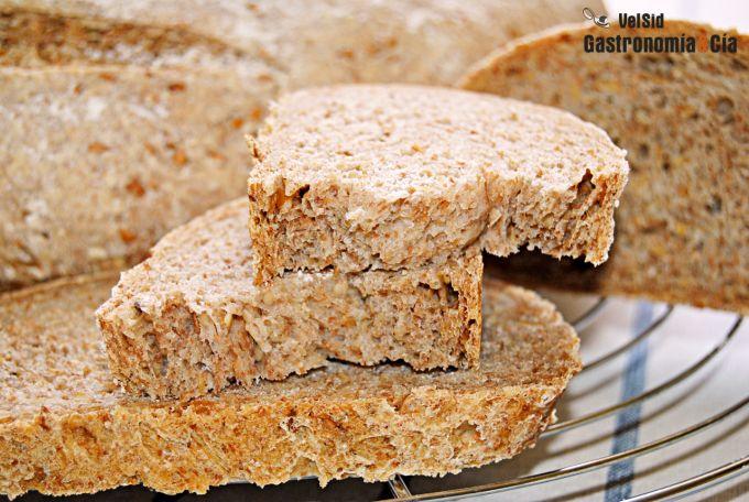 Pan casero con harina de espelta, linaza y sésamo