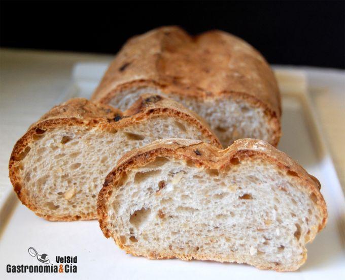 Pan de pasas, avellanas y escalonias